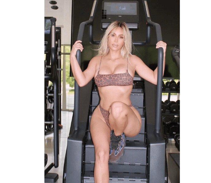 Ким Кардашьян в спортзале